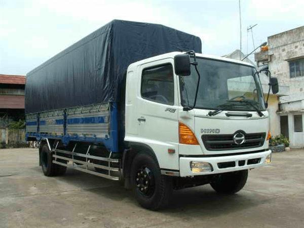 Xe 8 tấn vận chuyển hàng Bình Thuận vào TP.HCM