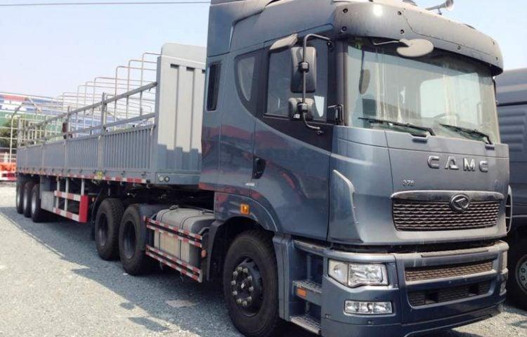 Xe đầu kéo thùng bạt vận chuyển hàng Bình Định vào TP.HCM