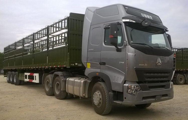 Xe đầu kéo thùng phủ bạt vận chuyển từ Quảng Nam vào TP.HCM