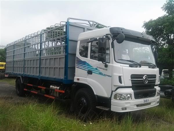 Xe 8 tấn vận chuyển hàng Quảng Ngãi vào TP.HCM