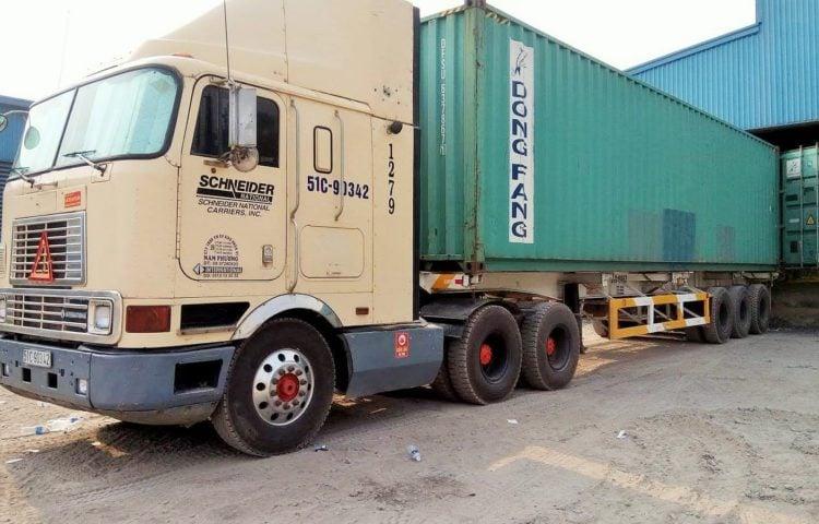 Xe container 40 feet vận chuyển hàng từ Quảng Trị vào TP.HCM