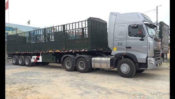 Xe đầu kéo thùng phủ bạt vận chuyển từ Ninh Thuận vào TP.HCM