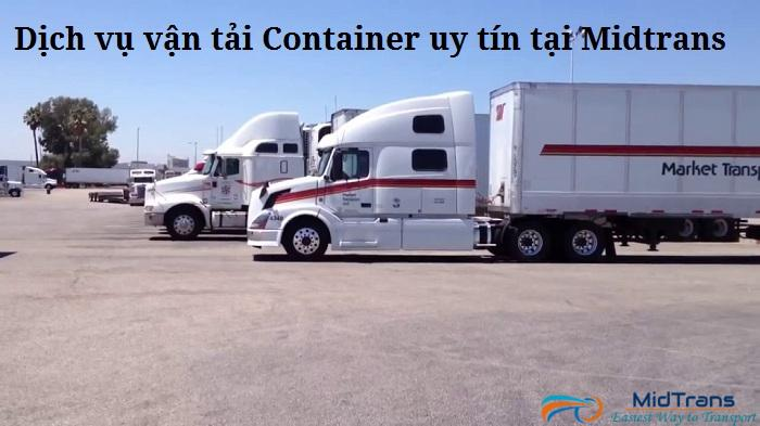 Đội ngũ xe container tại Vận Tải Miền Trung
